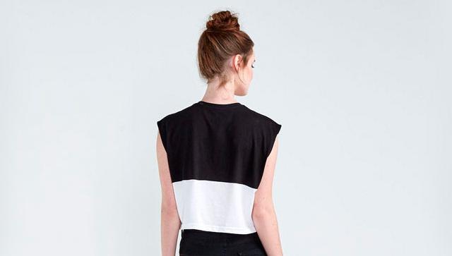 Moça de costas usando vestido da Basico